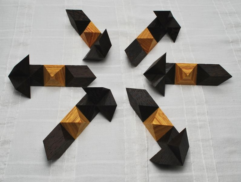 File:Cluster Minus - Canarywood & Wenge (pieces).jpg